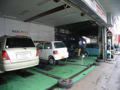 自社整備工場完備なのでアフターも万全! 車検整備も行っていますのでお気軽にご来店下さい。