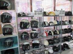 ヘルメットレンタル  半キャップとジェットタイプの2種類  1回のレンタルにつき  200円〜500円です。